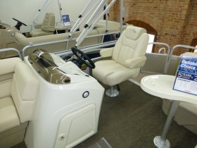 Swivel Captain's chair and Side Console