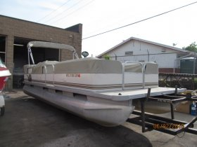 Used 2000  powered Monark Boat for sale