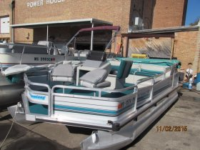 Used 1994  powered Tracker Boat for sale