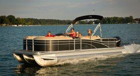 New 2016 Bennington Power Boat for sale